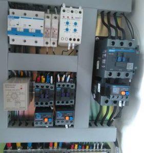 Khởi động từ dùng trong tủ điện